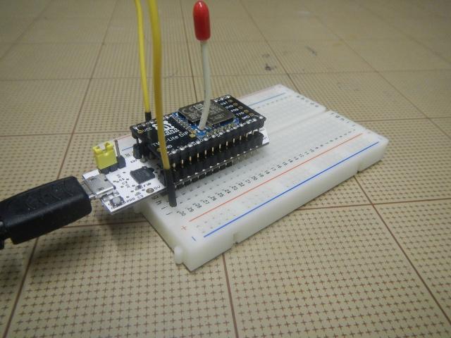 ピンヘッダをつけたTWE-Lite-RとTWE-Lite-DIP。ジャンパ線でM2とGNDを接続